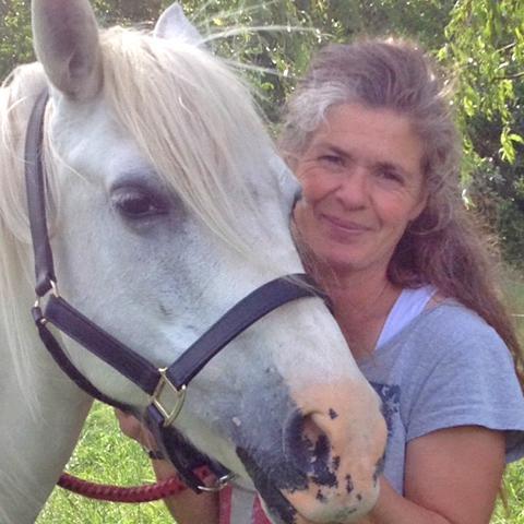 9e51262c497 Als het over verzorging en het toepassen van de producten van NML health  bij paarden gaat, is Sandra Cartesan de expert bij NML health.