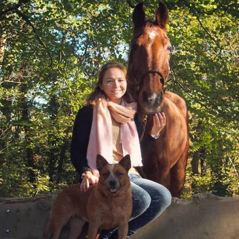 Whitney Wijnnobel met haar paard en hond_tip NML
